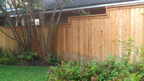 Shadowbox or ¨Good Neighbor¨ Fence